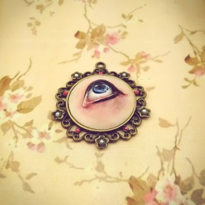 sculpture_jewelry_lover's_eye_delia_kun_2