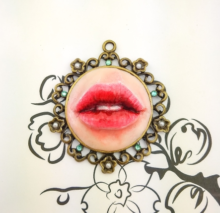 sculpture_jewelry_lover's_lips_delia_kun_1
